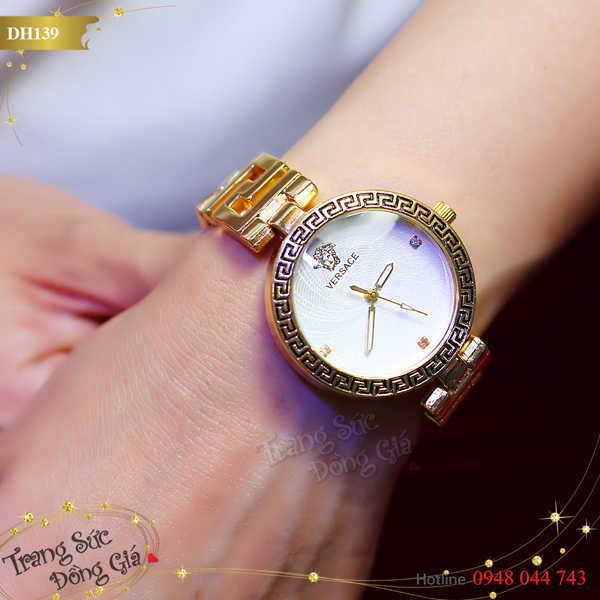 Đồng hồ Versace xinh xắn.