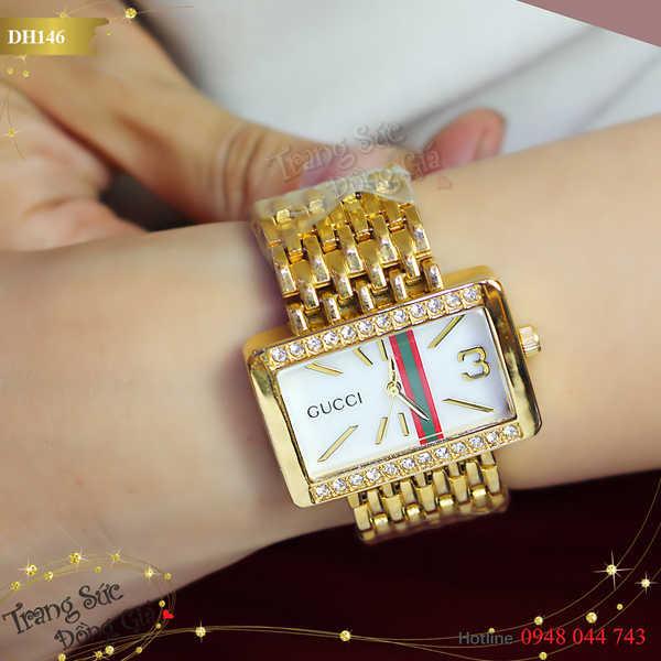 Đồng hồ Gucci xinh xắn.