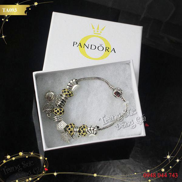 Vòng tay Pandora.