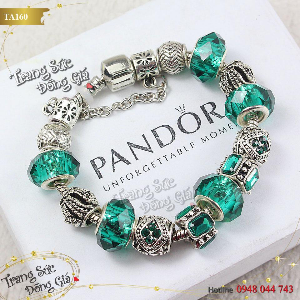 Vòng tay Pandora pha lê xinh xắn.