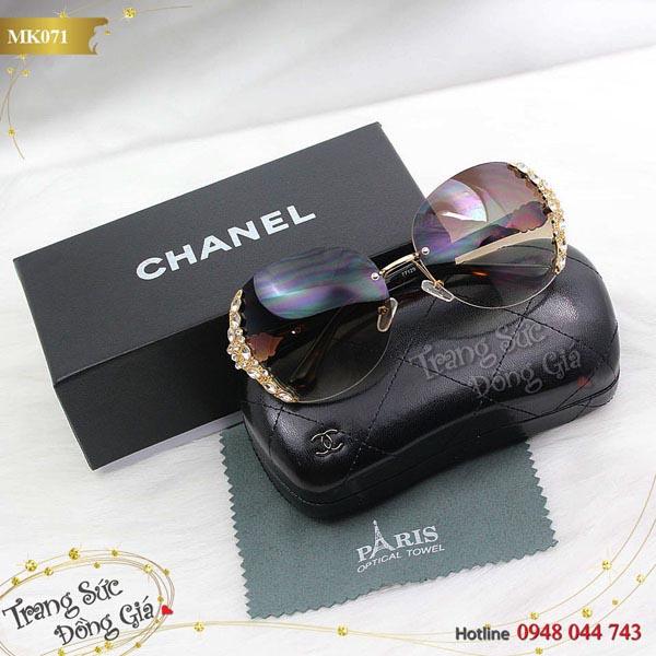 Mắt kính Chanel.