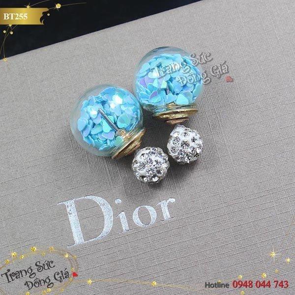 Bông tai Dior đính đá thời trang.