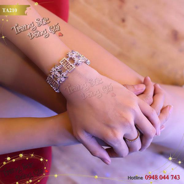 Vòng tay Korea Chanel xinh xắn.