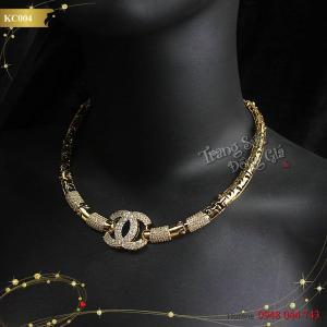 Kiềng cổ thời trang Chanel xinh xắn cho các nàng.