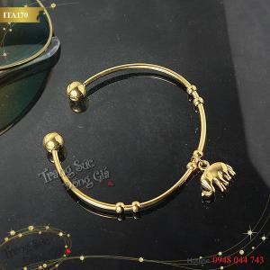 Vòng tay inox mạ vàng 18k xinh xắn.